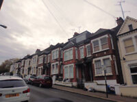 Large 4 double bedroomn flat with 2 bathrooms. 5-10mins walk to Clapham Junction or Battersea Train
