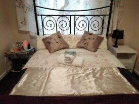 SHORT TERM LET A BEAUTIFUL DOUBLE ROOM IS AVAILABLE TO RENT NOW,