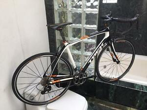 BRAND NEW (54cm & 56cm) TREK DOMANE CARBON 105 ROAD BIKE