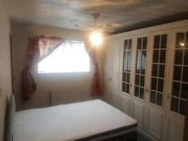 Double Room available in a 3 bedroom house, Close to all social Amenities and tidy