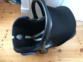 Maxicosi car seat with wind cover