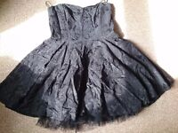 River island cocktail dress in black. Size 14