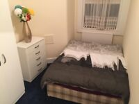 Small Double Room ALL BILLS INC £450 PCM AVAILABLE NOW (Half Deposit)