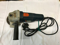 Black & Decker angle grinder 240v. In carry box with manual, tool & 2 discs.