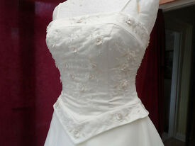 Wedding Dress NEVER WORN. Make - Forever Yours. Wedding never took place, hence the sale.