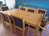 Extending solid oak dining table & 6 chairs