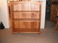 SOLID PINE BOOKCASE BUN FEET EX CONDITION