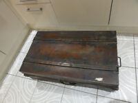 Vintage METAL STEAMER TRAVEL TRUNK Tan Storage Box COFFEE TABLE