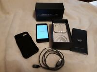 iPhone 5 32BG Slate/Black Unlocked - good condition