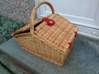 Trafitional Wicker Picnic Basket