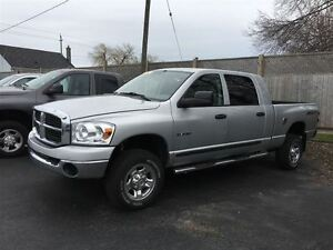 2008 Dodge Ram 1500 SXT  MEGA CAB  4X4 WE FINANCE !!