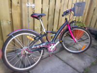 """Girls bicycle suit 8-10 year old. 24"""" Wheel. 6 speed. Excellent condition"""