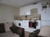 South Facing 2 bed Flat in Heart of Westend