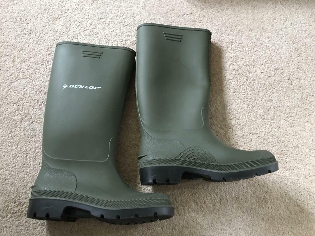 Dunlop wellies size 5 - as new