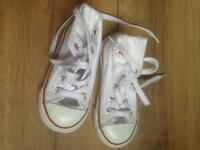 Converse kids shoes size 8 like new hardly worn