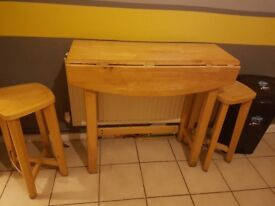 Foldable breakfast bar/kitchen table with two stools