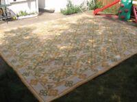 Large beautiful rug/floor peice 415 cm, 358 cm