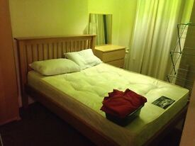 Double bedroom IDEAL for a cabin crew working in Gatwick. 2min walk from 24/7 East Croydon Station