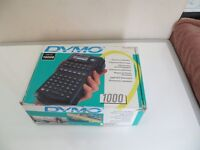 A VERY NICE BOXED ESSELTE DYMO 1000 ELECTRONIC LABEL PRINTER WITH TAPES PLUS NEW BATTERIES