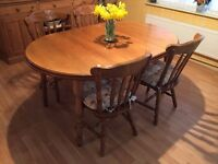Country style extending dining table, Centre section is removable to create a circular table