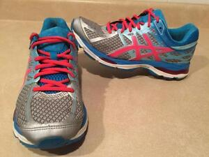 Women's Asics Gel-Cumulus 17 Running Shoes Size 9