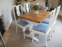A CHIC ANTIQUE OAK DRAW LEAF TABLE WITH 4 CHAIRS