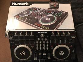NUMARK MIXTRACK QUAD CONTROLLER Audio DJ Controller
