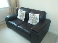 BROWN LEATHER TWO SEATER SOFA IN EXCELLENT CONDITION WITH CUSHIONS
