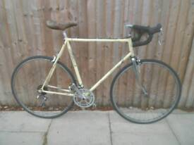 RALEIGH Shimano 105 racer. In bbc. Fully services and rebuilt. 60cm