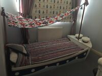 Kids boat bed - single good condition