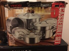 5pcs CASSEROLE PAN SET NEW & STILL BOXED