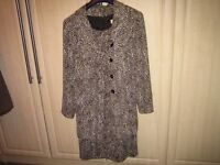 LADIES FITTED DRESS AND JACKET SUIT WITH MATCHING HAT SIZE 20