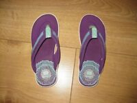 CLARKS CUSHIONED FLIP FLOPS for child Size 12.5F - Brilliant! Over £30 new!