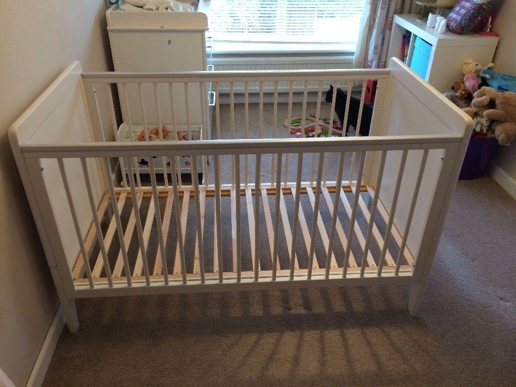 mamas papas coastline cot bed in farnham surrey gumtree. Black Bedroom Furniture Sets. Home Design Ideas