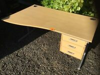Good Condition Office/Computer desk with keys