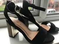 Size 5 woman's shoes brand new