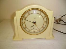 1950'S ART DECO SMITHS BAKELITE ELECTRIC CLOCK IN YELLOW.
