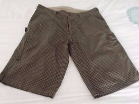 Mens brown check summer shorts in vgc size 36 waist, like new £5