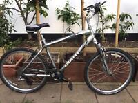 "Giant Sedona dx Hybrid bike. 19"" Frame. 26"" Wheels. Fully working"