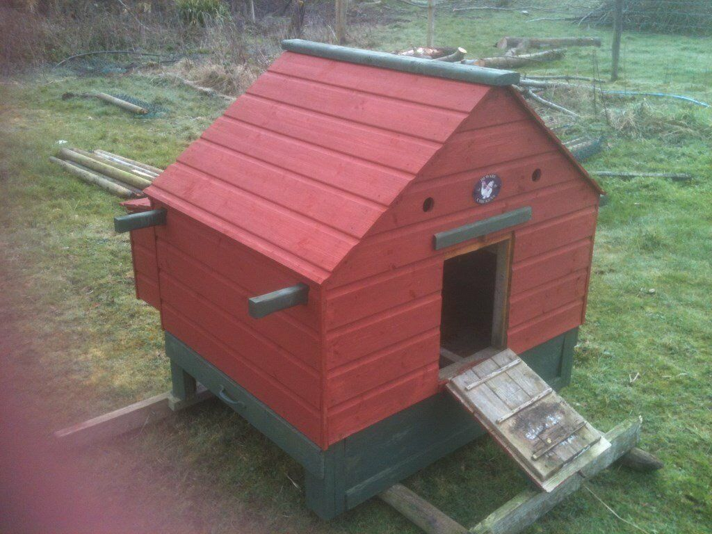 CHICKEN HOUSE or PET HOUSE with RUN or CAGE with nesting boxes & clean out drawer.
