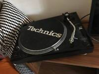 DJ Turntable - electro vision technics slipmat (going today!)