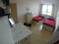 AMAZING TWIN ROOM AVAILABLE TO MOVE IN NOW. VERY CLOSE TO SHOPS AND PARKS.