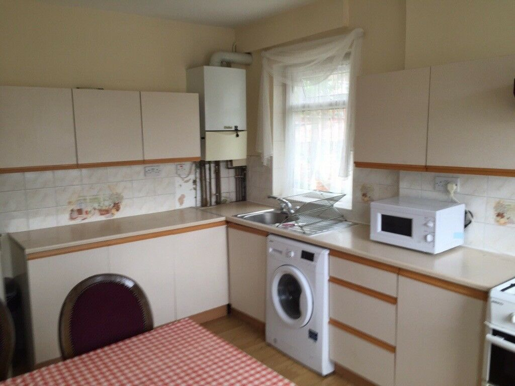 SPACIOUS SINGLE ROOM IN ZONE 2*** EAST ACTON