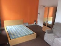 Very Large Bedsit with some bills included - £430 pcm with half price deposit