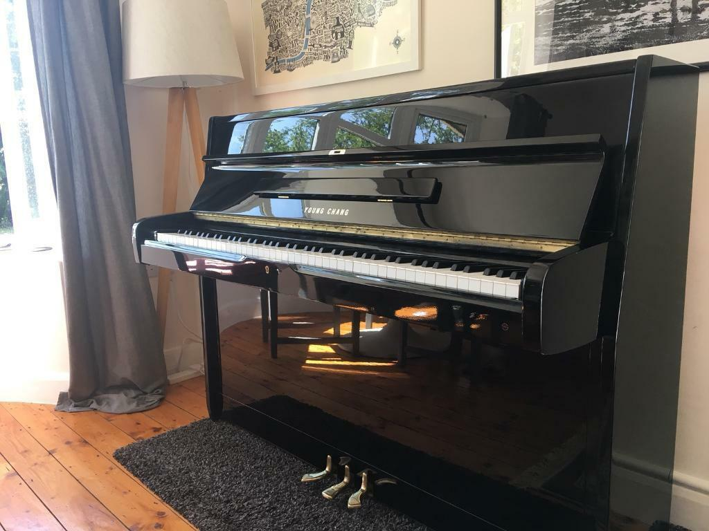 Excellent Young Chang Upright Piano Black Gloss, modern compact, like Yamaha 108, free delivery*