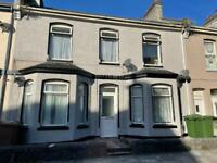 KEYHAM available NOW, newly painted/carpet - 1 bed s/c studio flat