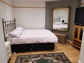 SW14 E. Sheen - Gorgeous basement flat £1195.00 pcm inc utilities (excl c.tax)