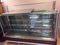 Refurbished Serve Over Counter Dely Suitable for Bakery and Coffe Shop