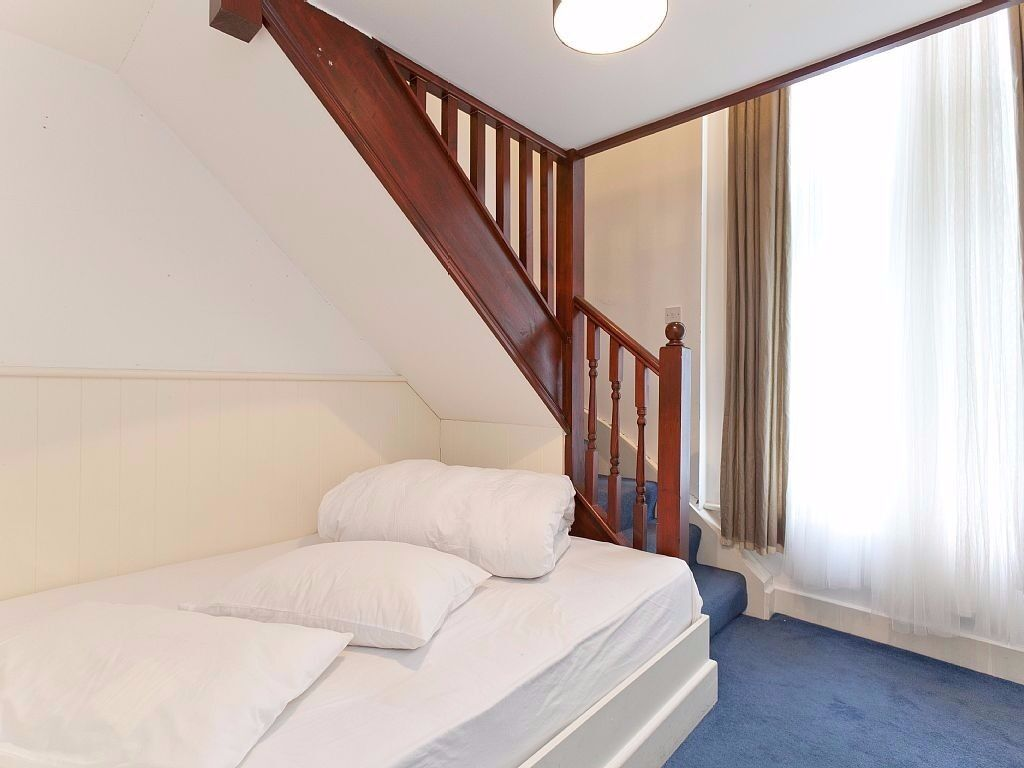 Gallery Studio Swiss Cottage Sleeps 3 from £350 per week all bills