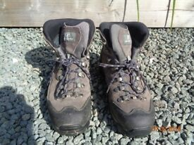 WOMEN'S SCARPA HIKING BOOTS 5